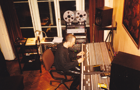 nosferatu_gothic_rock_band_sound_engineer_house_in_the_woods_recording_studio_bletchingley_surrey
